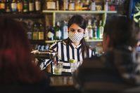 Imagen sobre el tema del bartender durante Corona