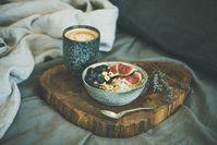 Imagen sobre el tema de las gachas de avena con una cobertura colorida.