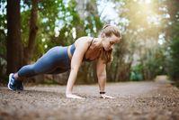 Imagen sobre el tema de la mujer haciendo flexiones.