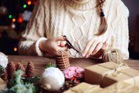 Imagen sobre el tema de la artesanía femenina para Navidad.