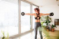Imagen sobre el tema de la mujer haciendo ejercicio en casa