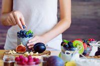 Imagen sobre el tema de la mujer y la comida fresca.