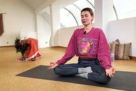 Imagen sobre el tema de la meditación del corazón: Encuentra más calma y amor propio con LeaLight
