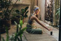 Imagen sobre el tema de la mujer antes de su meditación.
