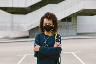 Imagen sobre el tema de la mujer con respirador.