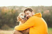 Imagen sobre el tema del hombre con su perro.