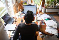 Imagen sobre el tema de la oficina en casa.