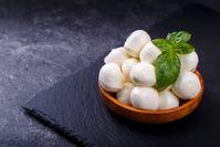 Imagen sobre el tema de la mozzarella en un tazón