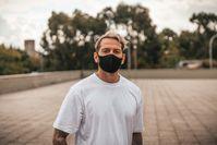 Imagen sobre el tema del hombre con respirador.