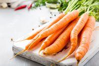 Imagen sobre el tema del manojo de zanahorias frescas y crujientes.
