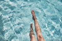 Imagen sobre el tema de la mujer en la piscina.