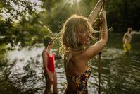 Imagen sobre el tema de los amigos en el lago.